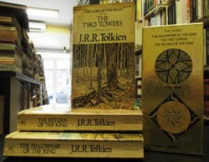THE LORD OF THE RINGS (The Fellowship of the Ring * The Two Towers * The Return of the King) - J. R. R. TOLKIEN